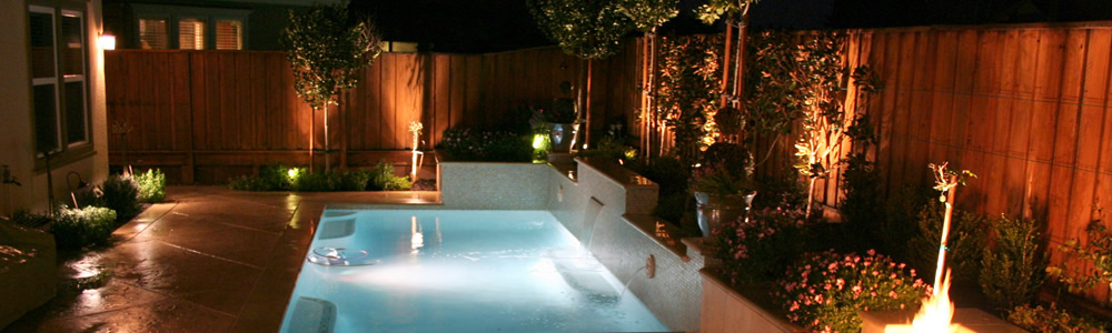http://www.jennifercravenlandscape.com/wp-content/uploads/2014/05/low-voltage-lighting-pool.jpg