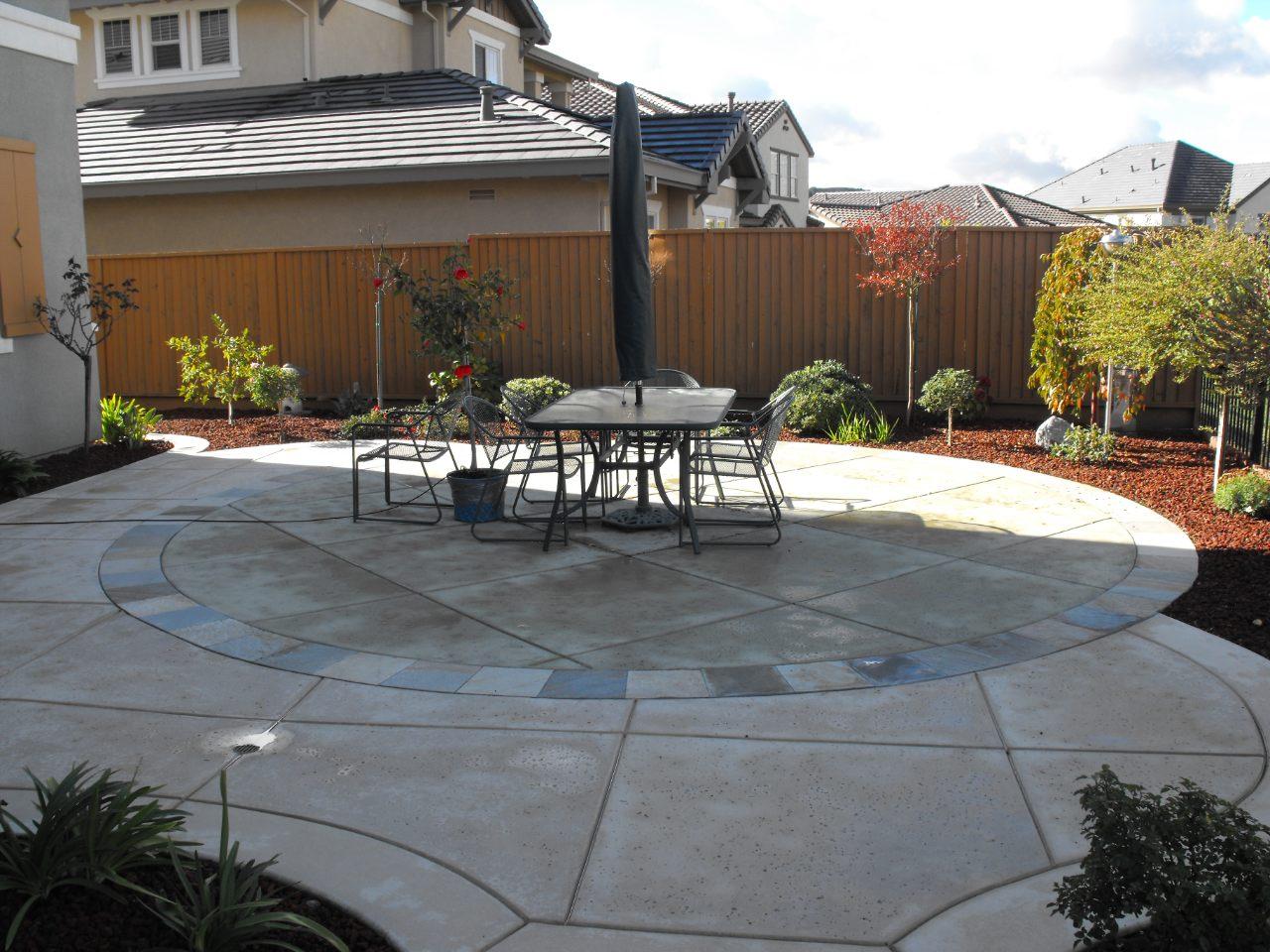 http://www.jennifercravenlandscape.com/wp-content/uploads/2017/03/04-patio-landscape.jpg